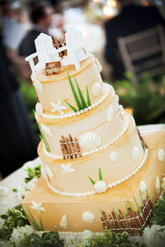 PB_Weddings_Cake_Beach_Scene