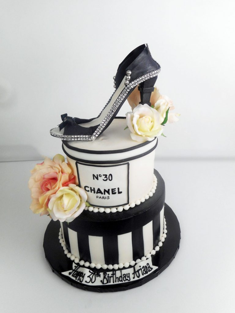 chanel-2-tier-cake-with-a-heel